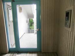 エスポワール中目黒_オートロック前の入口
