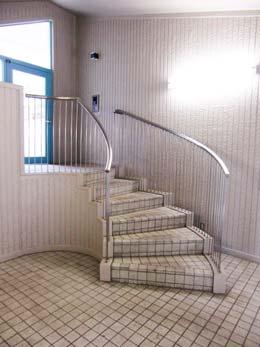 エスポワール中目黒_エントランス階段