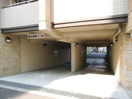 ミルーム目黒通り_駐車場入口