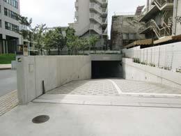 アパートメンツタワー目黒_地下駐車場入口