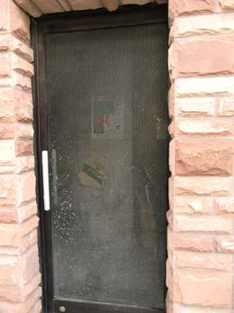 目黒いずみマンション_ゴミ置場の扉