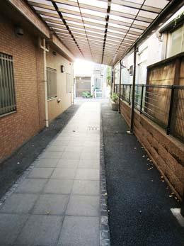 ウェスティ目黒_外通路(エントランスから外観方面)