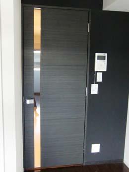 グランドコンシェルジュ広尾_部屋からキッチンに向かうドアのショット
