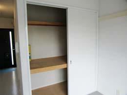 パルハウス_洋室の収納(開放状態)