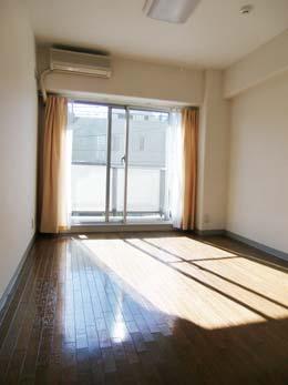 目黒台スカイマンション_居間に近い洋室