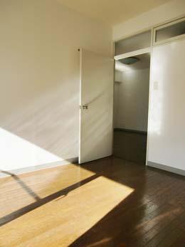 目黒台スカイマンション_キッチンに近い洋室