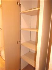 ファインクレスト上目黒_室内廊下にある収納(左側:開放状態)