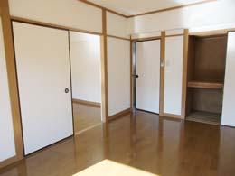宮川マンション_洋室の押入(開放状態)