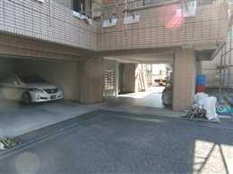 ベル・フォーレ_駐車場(左側)