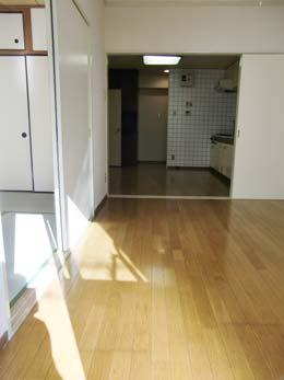 シャンボール五反田_洋室からキッチンに向けてのショット