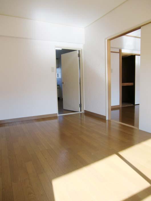 宮川マンション_玄関に近い洋室