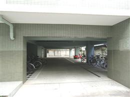 フォレストコート_駐車場入口