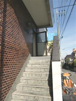 サンモア学芸大マンション_エントランスの階段