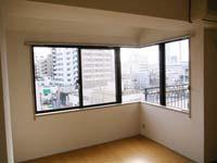 パレスハイツ若松町6F_洋室の窓