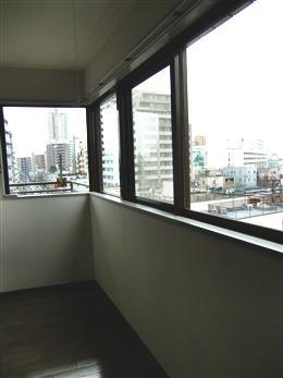 パレスハイツ若松町6F_窓