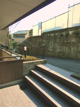 エスポワール目黒_エントランス前の階段
