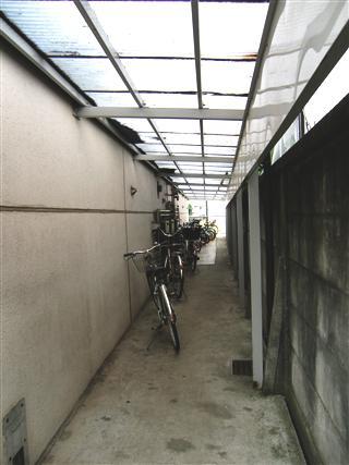 パレスハイツ若松町_自転車置場・・・?